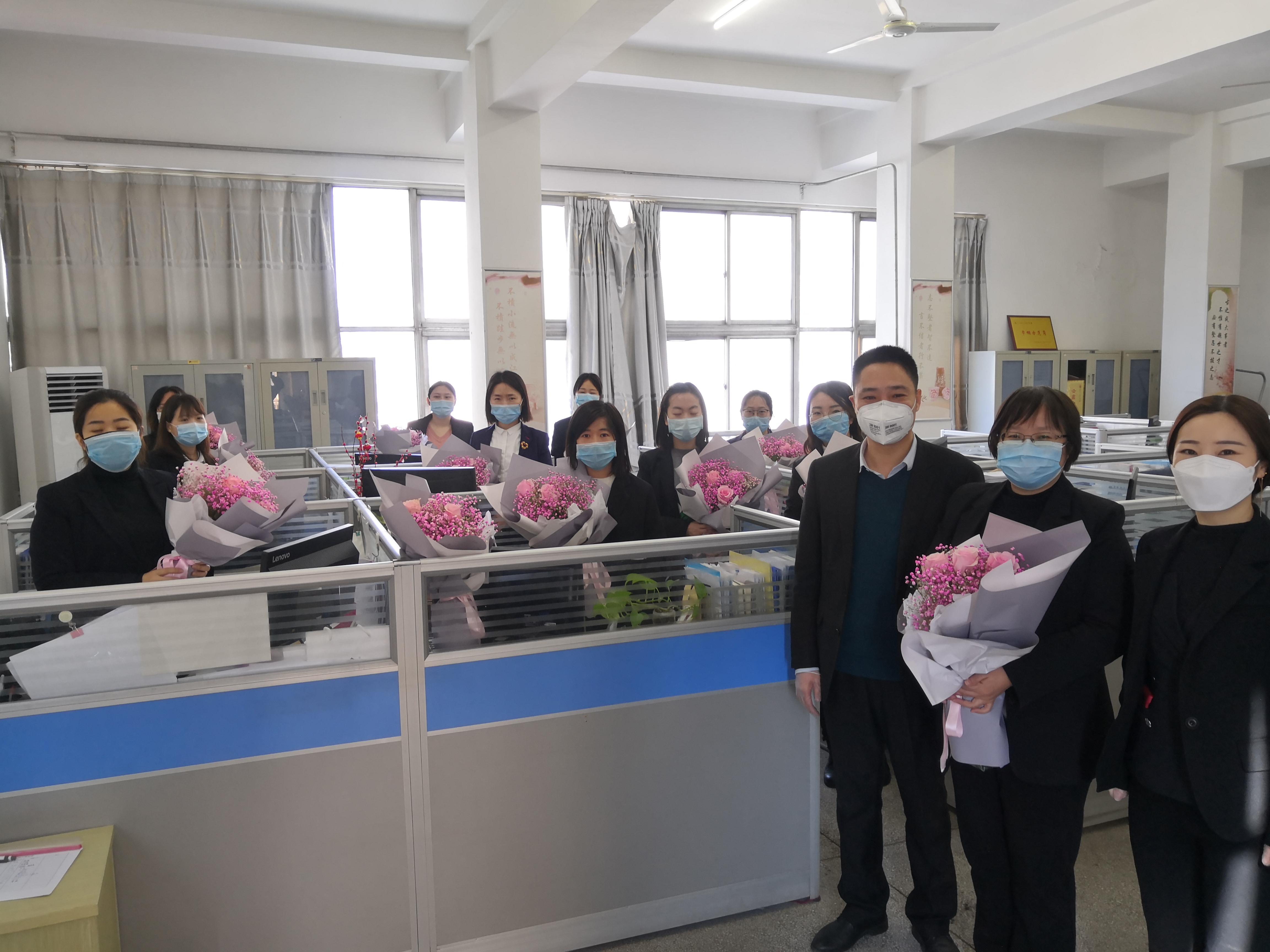 """vwin徳赢登录德赢vwin米兰公司机关工会开展""""三八""""妇女节送鲜花活动"""