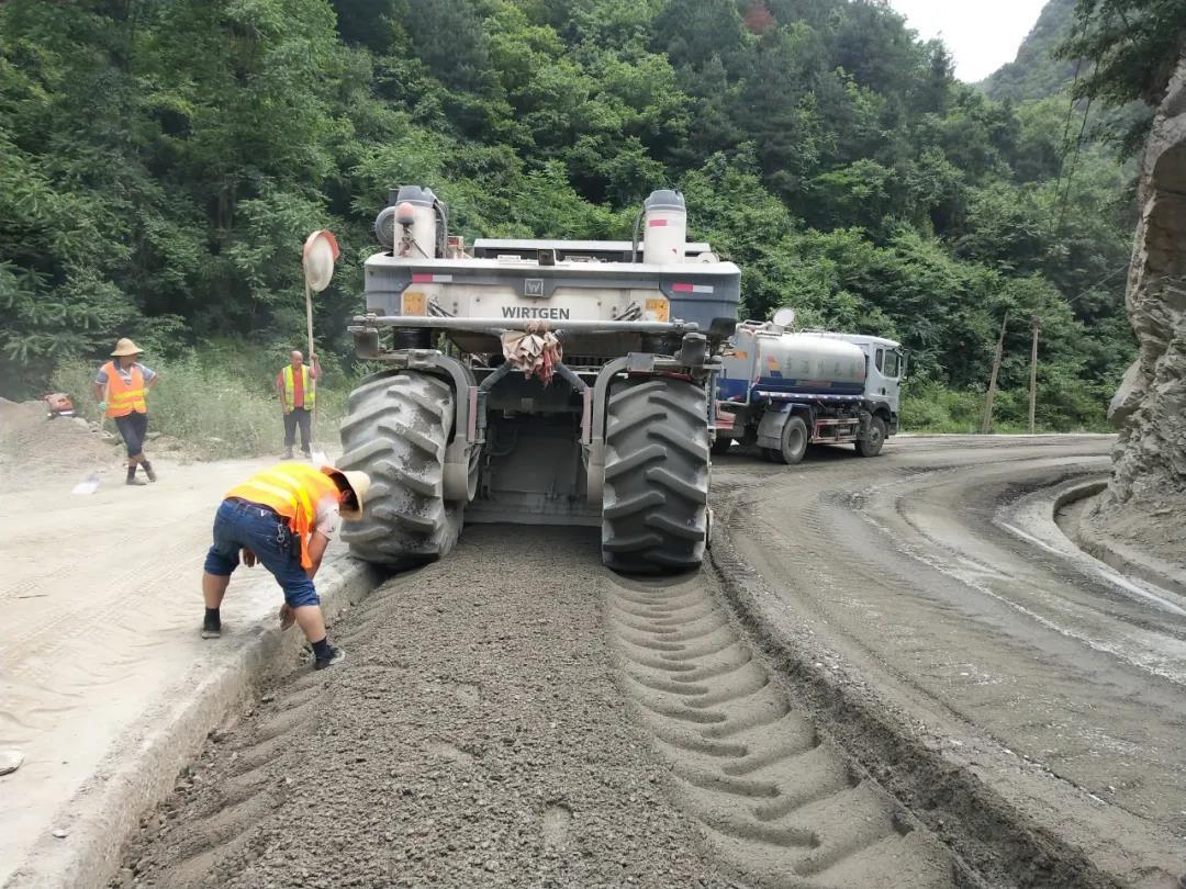 上下一心齐发力、谱绿色矿山之动脉 ——大西沟矿业公司二焙烧车间(道路养护队)生态 环保重点整治工作纪实